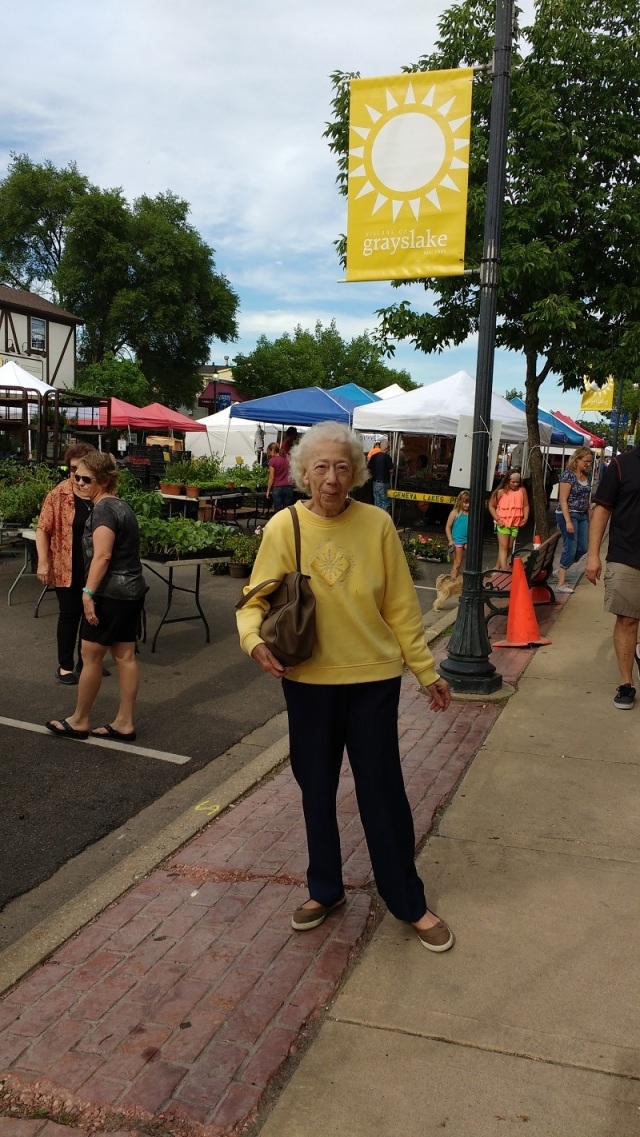 Mom farmers' market June 28 2016