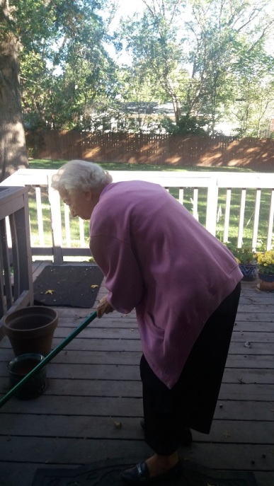 mom-oct-2016-sweeping-deck-columbia-01