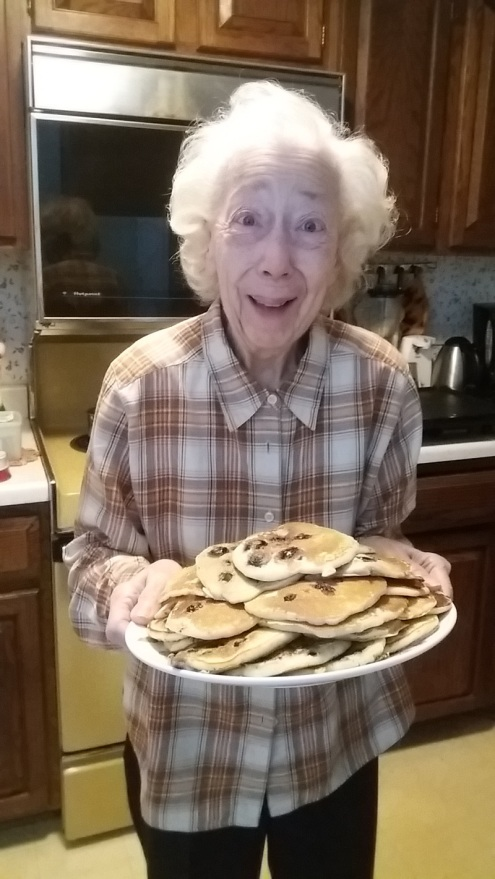 mom-and-blueberry-pancakes-122416